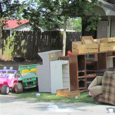 fall clean up junk in yard